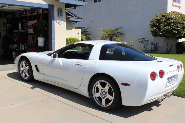 1998 Corvette Coupe 68 946 Miles 5 7 Liter Automatic Arctic White With Beautiful Silver Pearl Ghost Flames Chrome Wheels Drilled Slotted Rotors